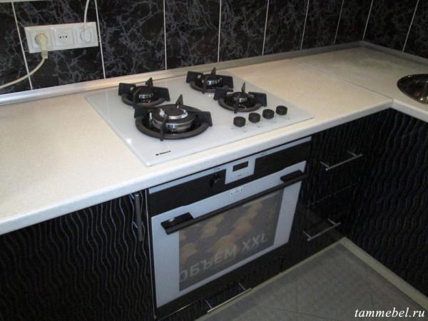 Встроенные духовой шкаф и газовая варочная поверхность