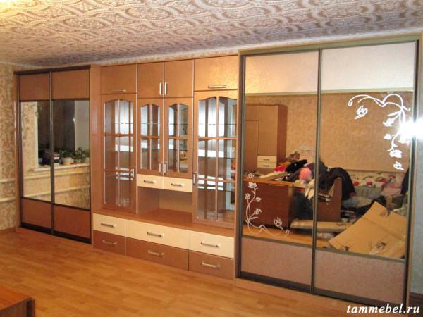 Стенка с двумя шкафами-купе и фасадами МДФ