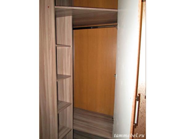 Внутреннее наполнение углового шкафа.