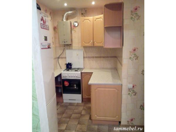 Небольшая угловая кухня.