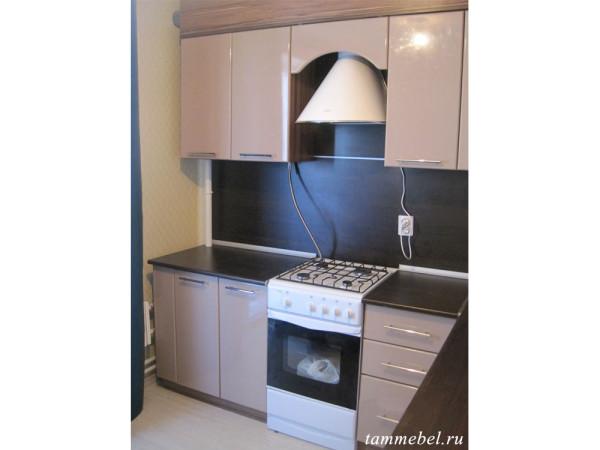 Угловая кухня для небольшой квартиры.