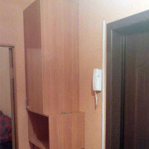 Подвесной шкаф в прихожей