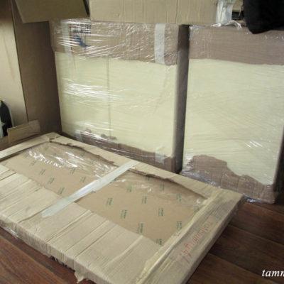 Верхние шкафчики и столешница в упаковке.