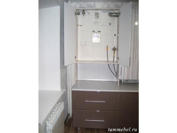 Газовый счетчик, скрытый в шкафу.