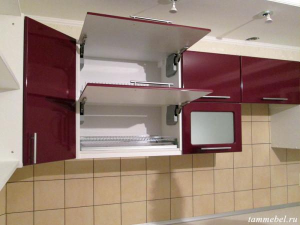 Шкаф-сушка. Дверцы оснащены подъёмными механизмами Aventos от Blum.