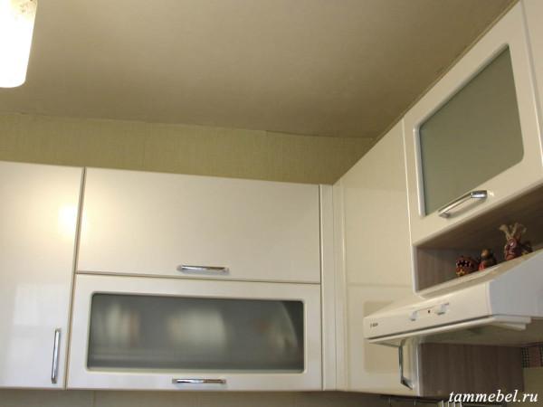 Верхние кухонные шкафчики. Шкаф-сушка с механизмами Blum.