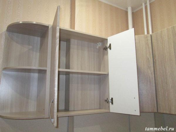 Шкаф со специальной задней стенкой.
