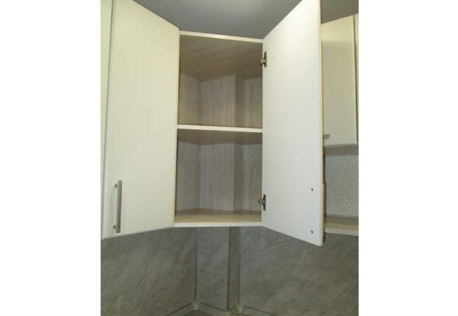 Угловой шкаф с вырезом под короб из гипсокартона