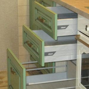 Фурнитура для кухни, шкафов-купе и гардеробных.