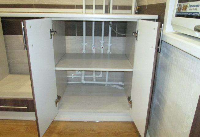 Нижний шкаф без задней стенки для доступа к кранам