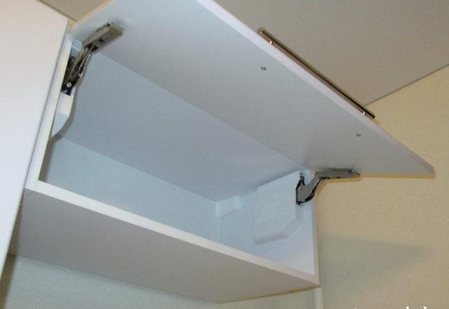 Подъёмный механизм Blum Aventos HK-S - шкаф над холодильником