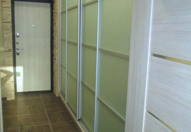 Шкаф-купе с наборными дверями.